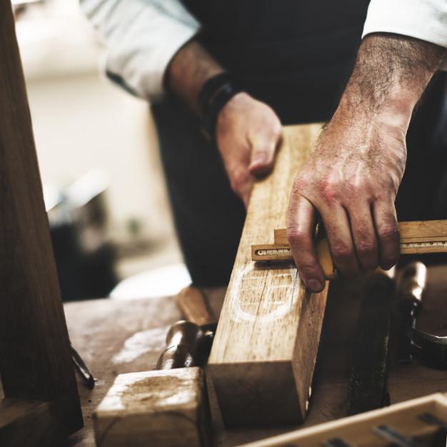 Μέτρηση ξύλου από αντρικά χέρια