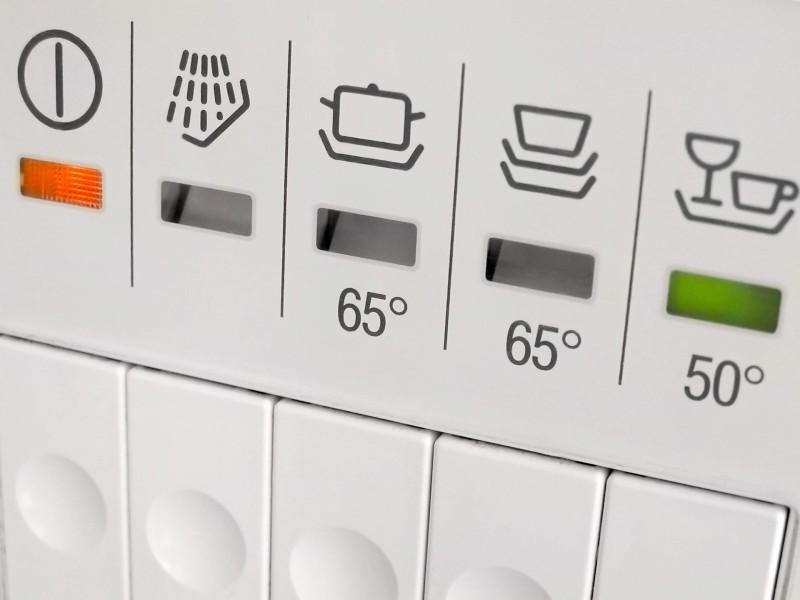 Ενδείξεις και κουμπιά θερμοκρασίας πλυντηρίου πιάτων